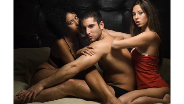 Guy Licking Pussy Threesome